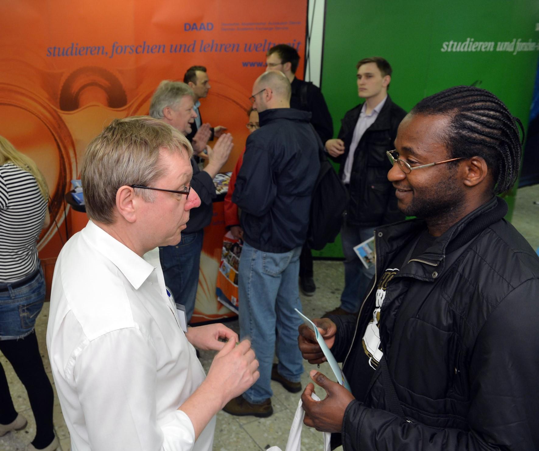 """""""go out! studieren weltweit"""": Fachkonferenz zur Integration von Auslandsaufenthalten in das Bachelor- und Masterstudium"""