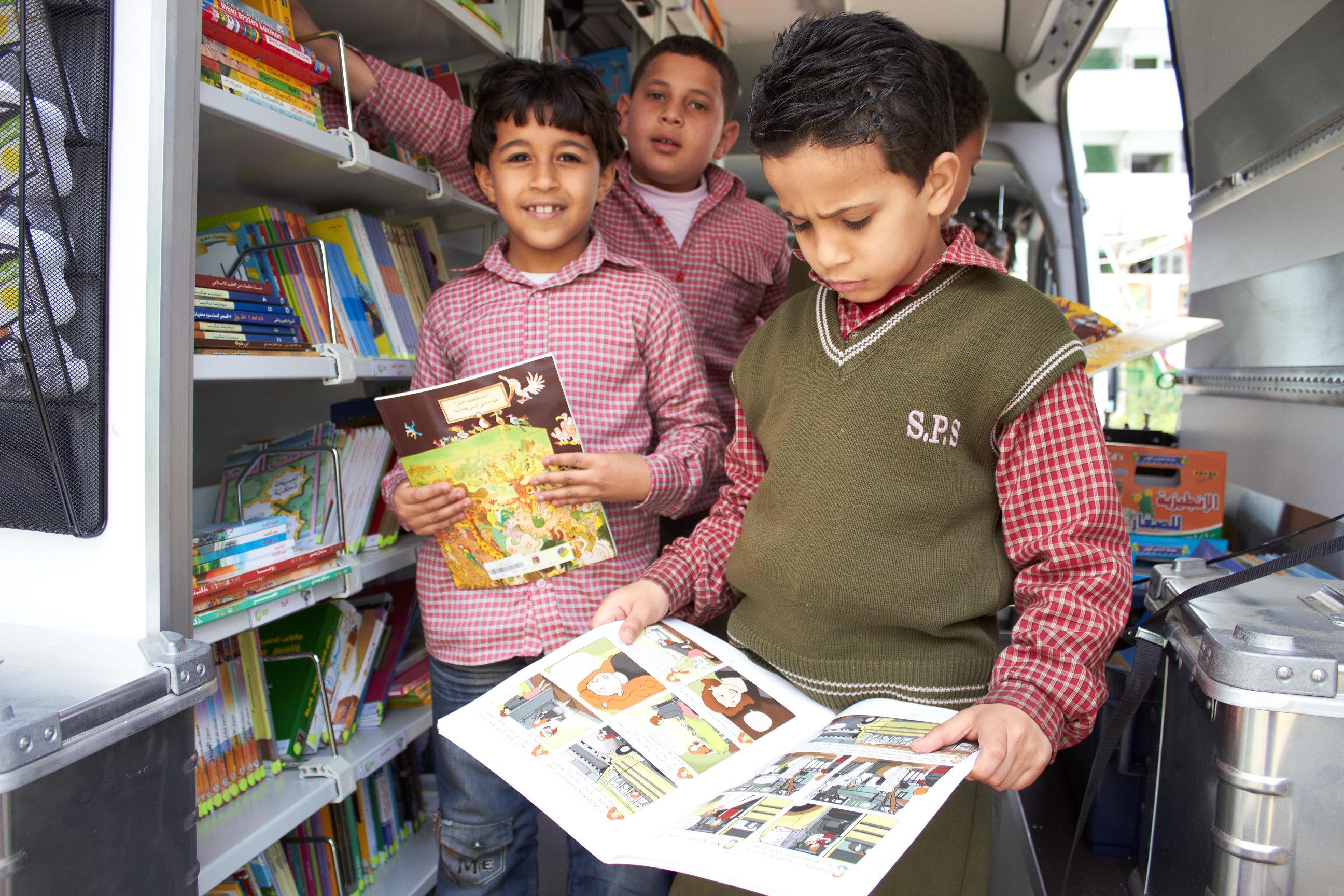 Ägypten: Bibliotheksbus soll Lust auf Lesen wecken