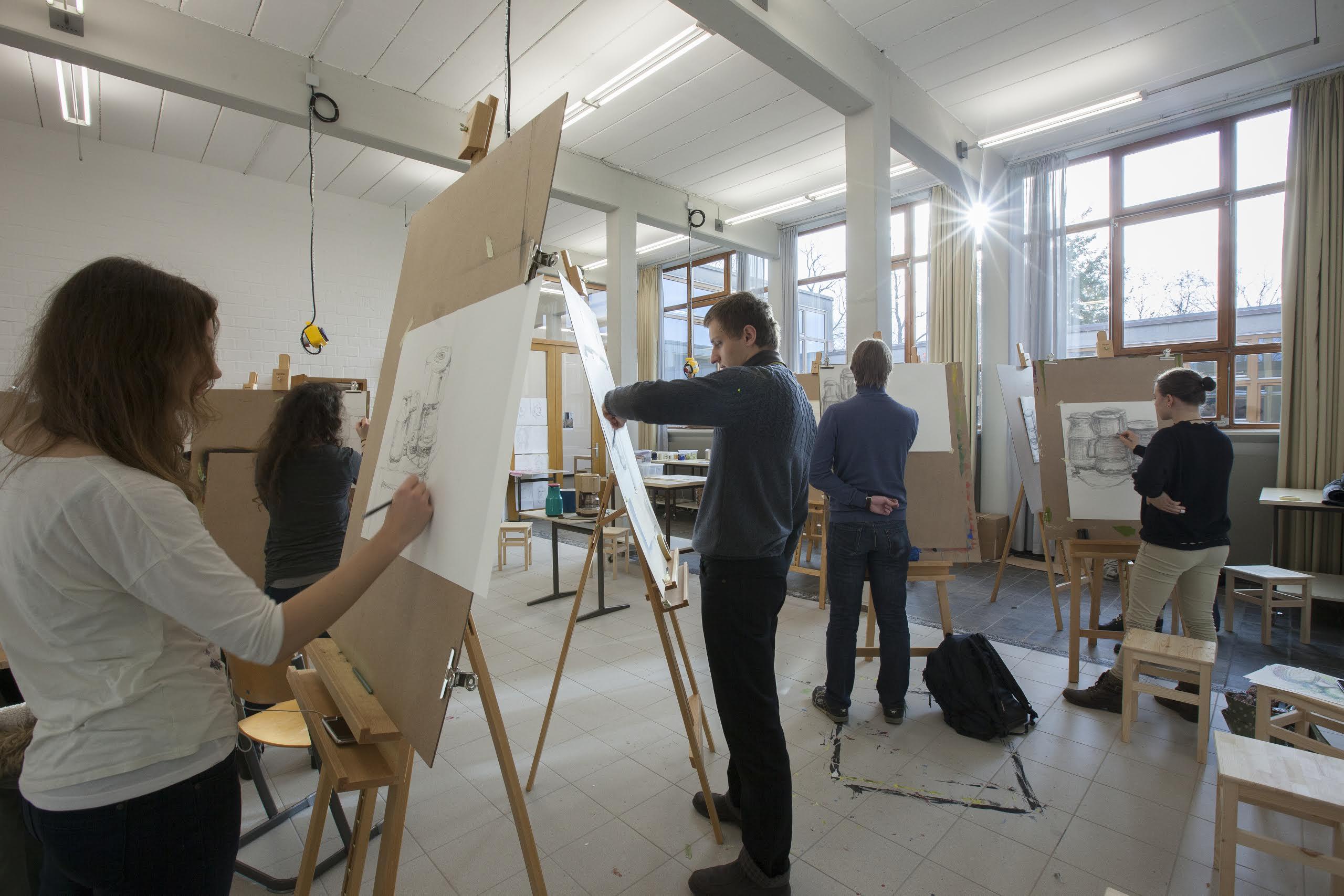 Überlegt springen – Studienkollegs bieten Abiturienten Zeit und Raum zur fachlichen Orientierung